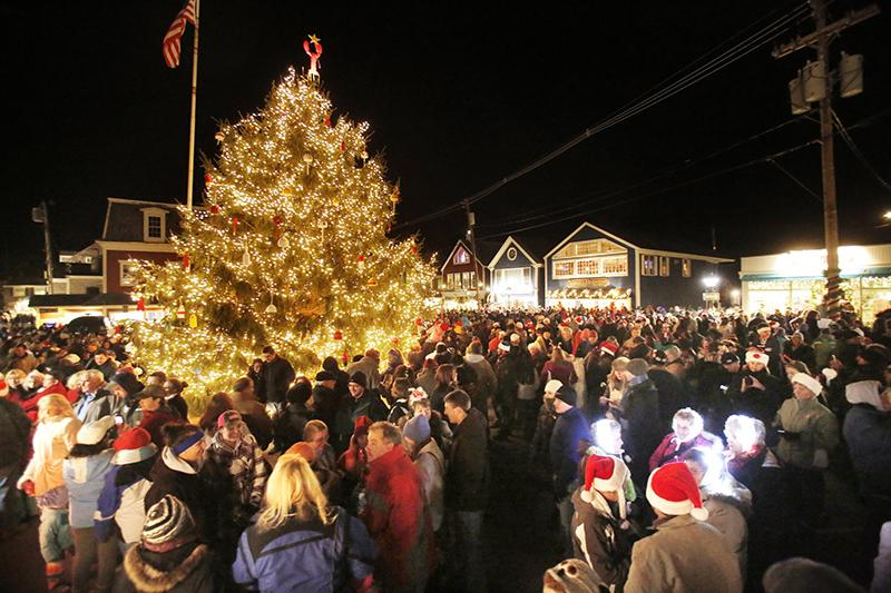 gregory recstaff photographer people crowd into dock square in kennebunkport on friday
